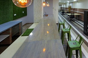 Bar / Kitchenette