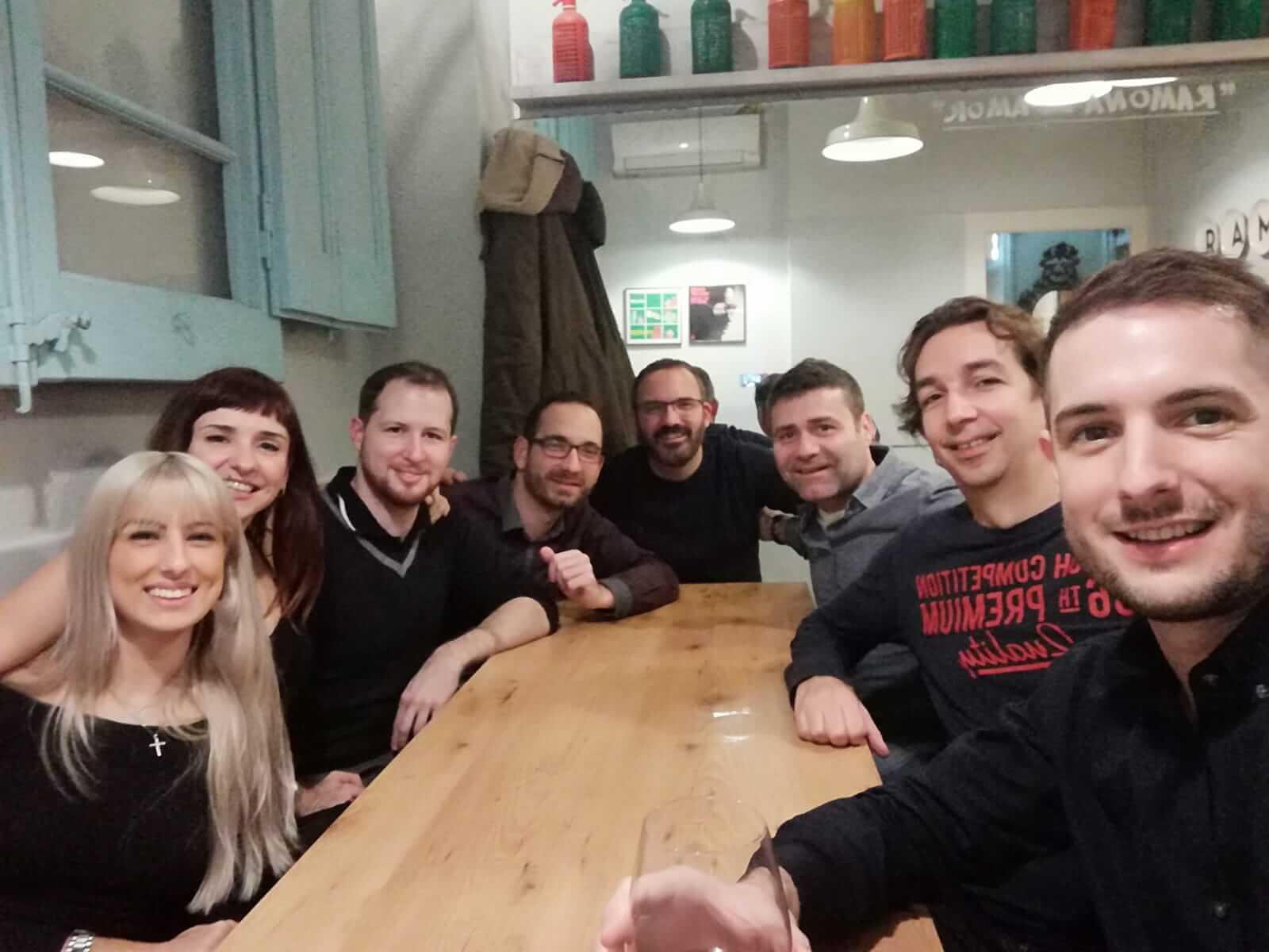 Los compañeros del coworking Coco Place de Barcelona vamos a cenar para las fiestas navideñas