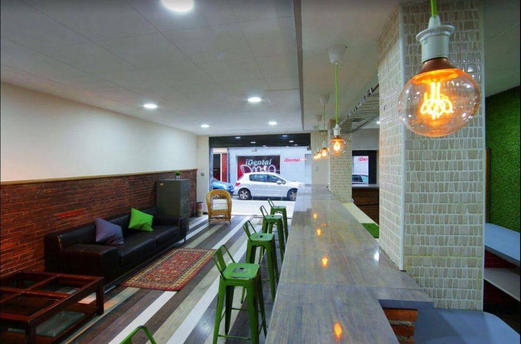 Uno de los espacios comunes que hay en el coworking Coco Place en Gracia